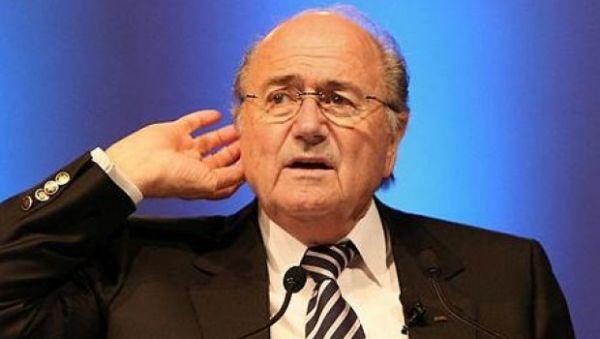 Caiu: Joseph Blatter tem situação cada vez mais delicada(Foto: Arquivo)
