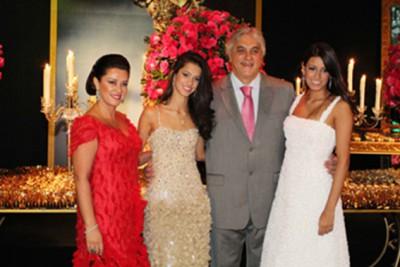 Delcídio junto com as filhas e a esposa, na festa de 15 anos da caçula: hoje preso por suspeita de corrupção