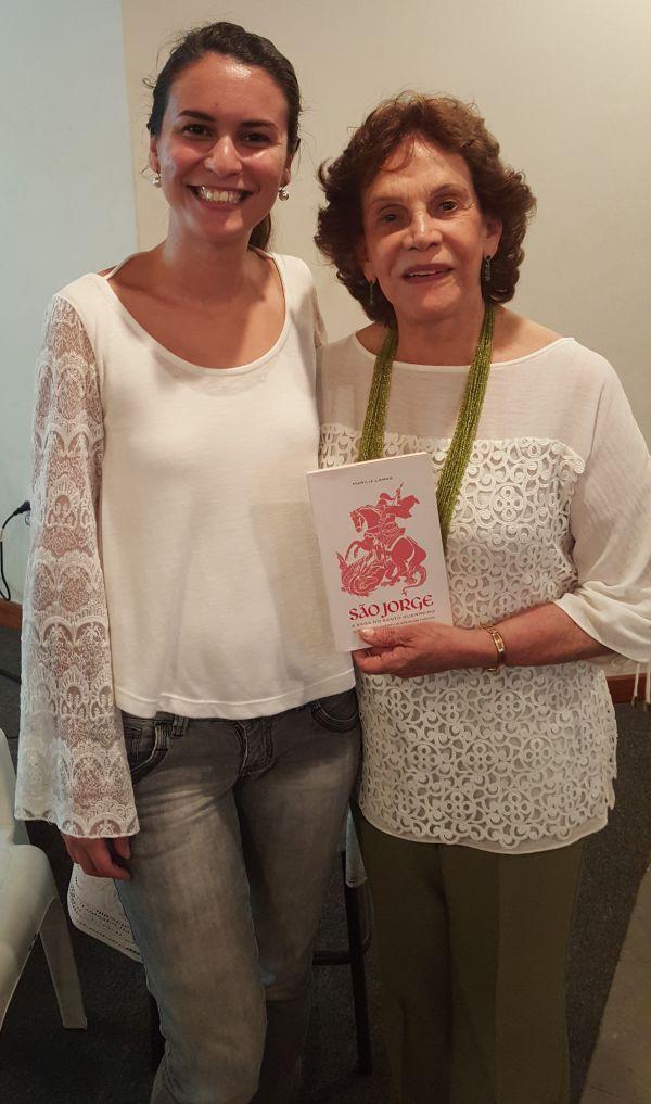 Leitura: Maria Helena Ururahy, presidente do Ateneu Angrense de Letras e Artes, recebeu a jornalista e escritora Marília Lamas