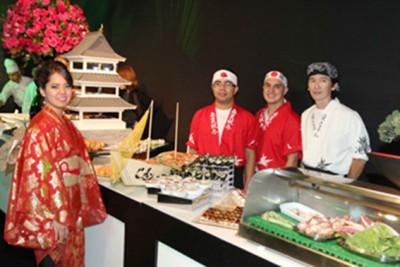 Espaço japonês, um dos muitos pontos de gastronomia da festa. Só para os canapés foram contratados 6 chefs