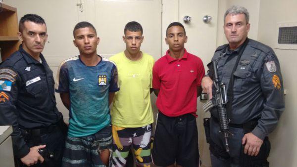 Acusados: Trio detido na quinta-feira e que foi transferido para a Casa de Custódia de Volta Redonda (Foto: Cedida pela Polícia Militar)