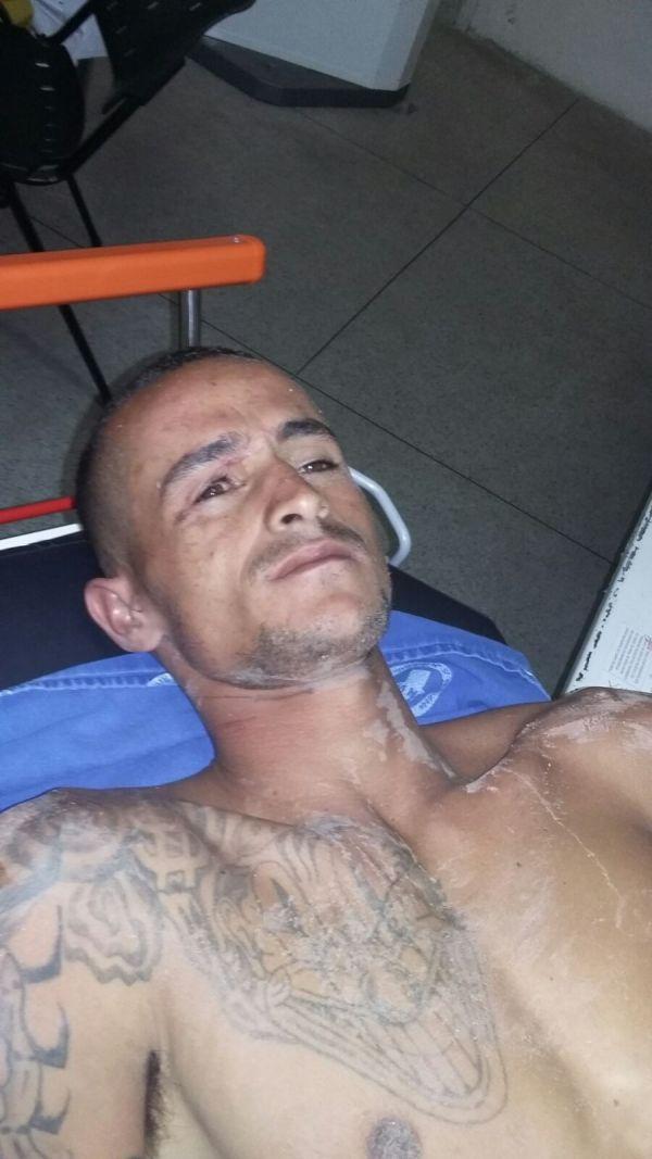 No hospital: Weniton foi encontrado ferido, baleado na perna após confronto com policiais militares (Foto: Cedida pela Polícia Militar)