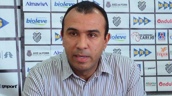 Sob nova direção: Felipe Surian tem 34 anos e comandou o Tupi-MG no acesso do clube à Série C do Campeonato Brasileiro (Foto: Site Voltaço/Olavo Prazeres/ Tribuna de Minas)