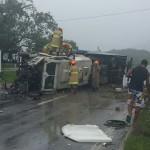 Pista estava molhada na hora do acidente que envolveu três veículos na Rio-Santos (foto: Cedida pela PRF)