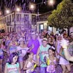 Pulando: Festa em Conservatória reúne bandas e blocos que lembram os carnavais antigos (Foto: Divulgação)