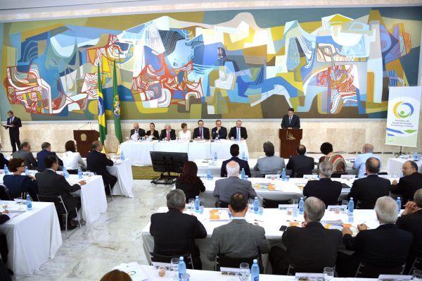Perdida: Dilma retomou encontro com Conselhão para tentar ganhar governabilidade em meio à crise