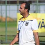 Problema: Antes mesmo de a bola rolar o técnico Felipe Surian já tem problemas (Foto: Paulo Dimas)