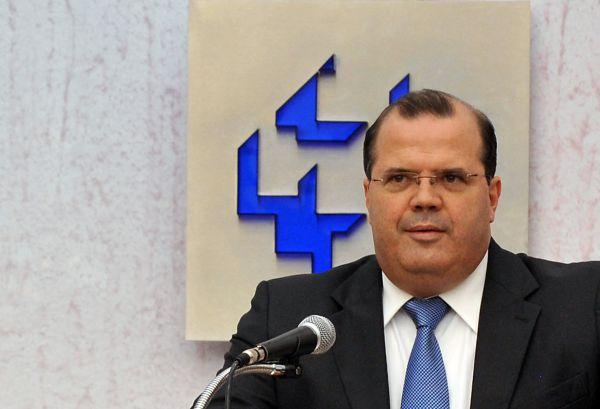 Crise: Tombini tem trabalhado diante de forte pressão política com a recessão econômica (Foto: ABr)