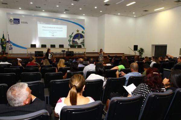 Em debate: Secretaria reuniu diretores para orientação quanto às próximas etapas do processo de revisão do Plano Estadual de Educação (Foto: Márcia Costa)