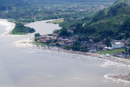 Praia de Mambucaba é frequentada por moradores de toda a região (foto: Divulgação)