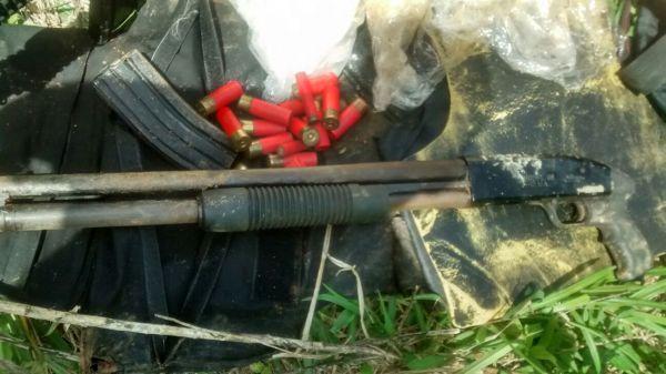 Armas e munições foram apreendidas na Vila Brasília, em Volta Redonda (foto: Paulo Dimas)