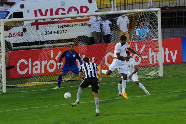 Com perigo: Botafogo frequentou a área do Resende, mas placar ficou no magro 1 a 0