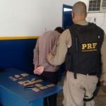 Rumo ao Rio: Jovem foi preso por transportar munições de uso restrito das Forças Armadas (Foto: Cedida pela PRF)
