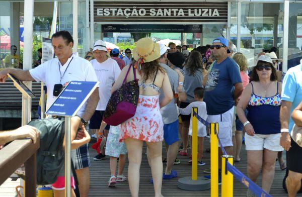 Tranquilo: Desembarque de turistas na estação Santa Luzia, no Centro, ocorreu sem incidentes (Foto: Divulgação)