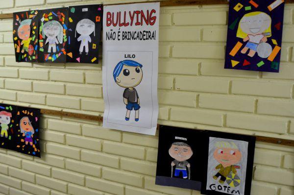 Conscientização: Muro de escola tem painel que incentiva o respeito às diferenças entre os colegas (Fotos Públicas)