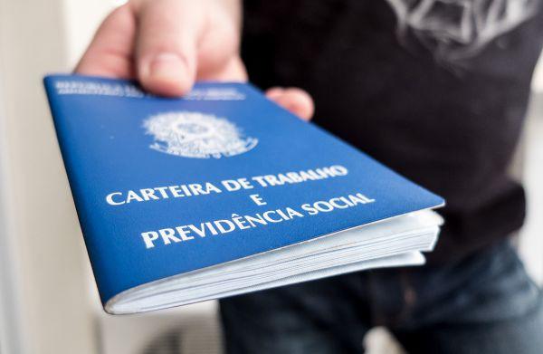 Burocracia: Até tirar carteira de trabalho está difícil no país da Dilma (Fotos Públicas)