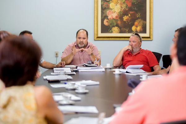 Esforço conjunto: Jonas convocou diversos setores da prefeitura para combaterem juntos o mosquito da dengue