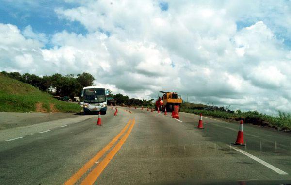 Saindo: Trabalhos já começaram em trecho de Barra Mansa (Foto: Roberta Caulo)