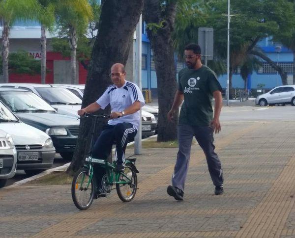 Primeiras pedaladas: Grupo ensina e auxilia pessoas que não sabem ou possuem pouca prática com a magrela (Foto: Divulgação)