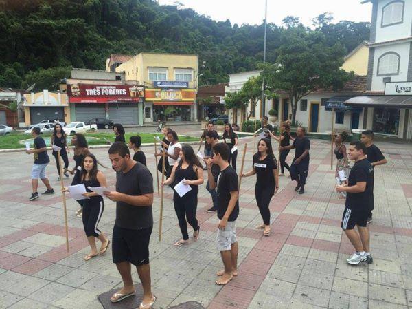 Teatro de rua: Ao final da oficina os alunos irão fazer montagens de cenas para apresentar em um espaço público (Foto: Divulgação)