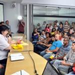 Trabalho em equipe: Prefeito Neto esteve presente em um dos debates e agradeceu o interesse dos profissionais (Foto: Divulgação/PMVR)