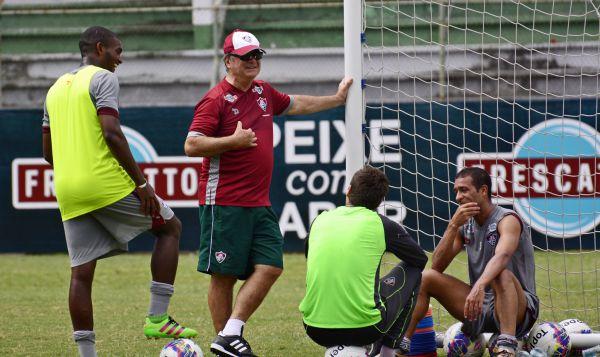 Plano B: Caso Gum seja vetado, Levir deve escalar Marlon (à esquerda), formando dupla com Henrique (Foto: Divulgação/Fluminense F.C)
