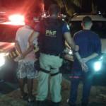 Homens foram detidos e levados junto com o veículo clonado para a delegacia de Resende; um deles tinha seis passagens pela polícia (Foto: Cedida pela PRF)