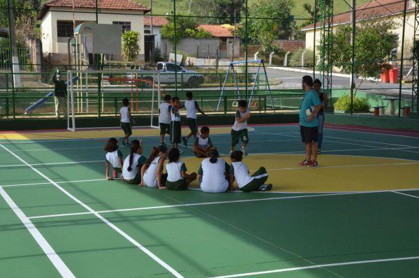 Incentivo: Recuperação de quadras tem como objetivo estimular o uso delas e iniciação esportiva (Foto: Divulgação PMPR)