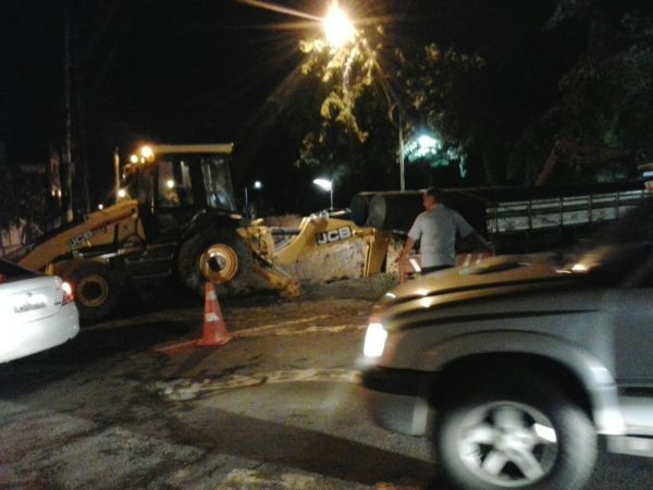 Obras do Saae-VR na Beira-Rio terminaram na madrugada desta terça-feira (Foto: Viviane - Enviada pelo WhatsApp)