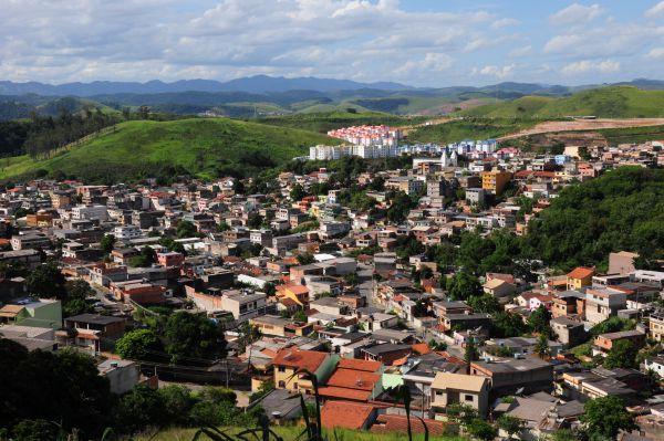 Cenário ruim: Em Volta Redonda, comércio e serviços já sentem consequências de cortes na CSN (Foto: Paulo Dimas)