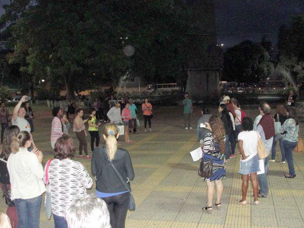 Debate: Professores da rede estadual discutem andamento da greve (Foto: Franciele Bueno)