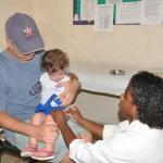 Combate à gripe: Crianças de seis meses até cinco anos de idade incompletos estão sendo imunizadas em Resende (Foto: Divulgação PMR/Jorge Trindade)