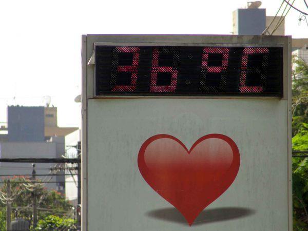 Muito calor: Termômetros marcam temperaturas altas em Volta Redonda (Foto: Libânia Nogueira)