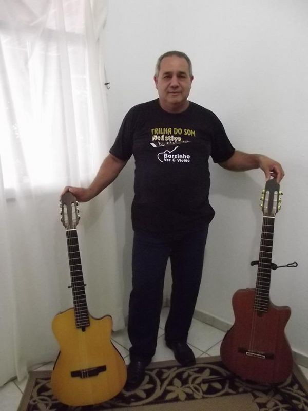 Na estrada: Conhecido por se apresentar com nomes conhecidos na região, Fernando privilegia shows intimistas (Fotos: Arquivo pessoal)