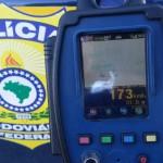Na estrada: Radar móvel registrou que o motorista da Land Rover Evoque estava a 173 km/h num trecho em que só é permitido até 100 km/h (Foto: Cedida pela Polícia Rodoviária Federal)