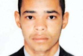 Mãe afirma que filho suspeito dehomicídios foi preso injustamente, em Volta Redonda