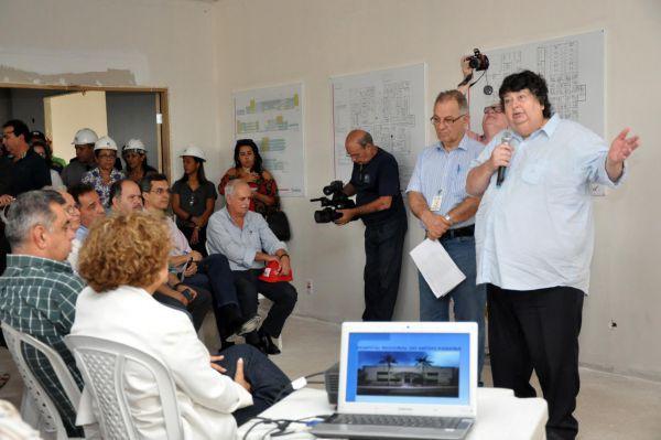 No fim: Neto fala a integrantes do Cismepa e deputados estaduais que obras do Hospital Regional estão 93% concluídas