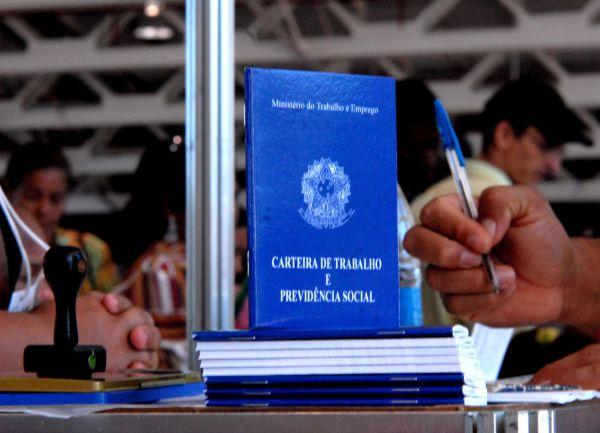 Em queda: Segundo dados do Caged, 1,85 milhão de vagas de trabalho formal foram fechadas em 12 meses (Arquivo/Agência Brasil)