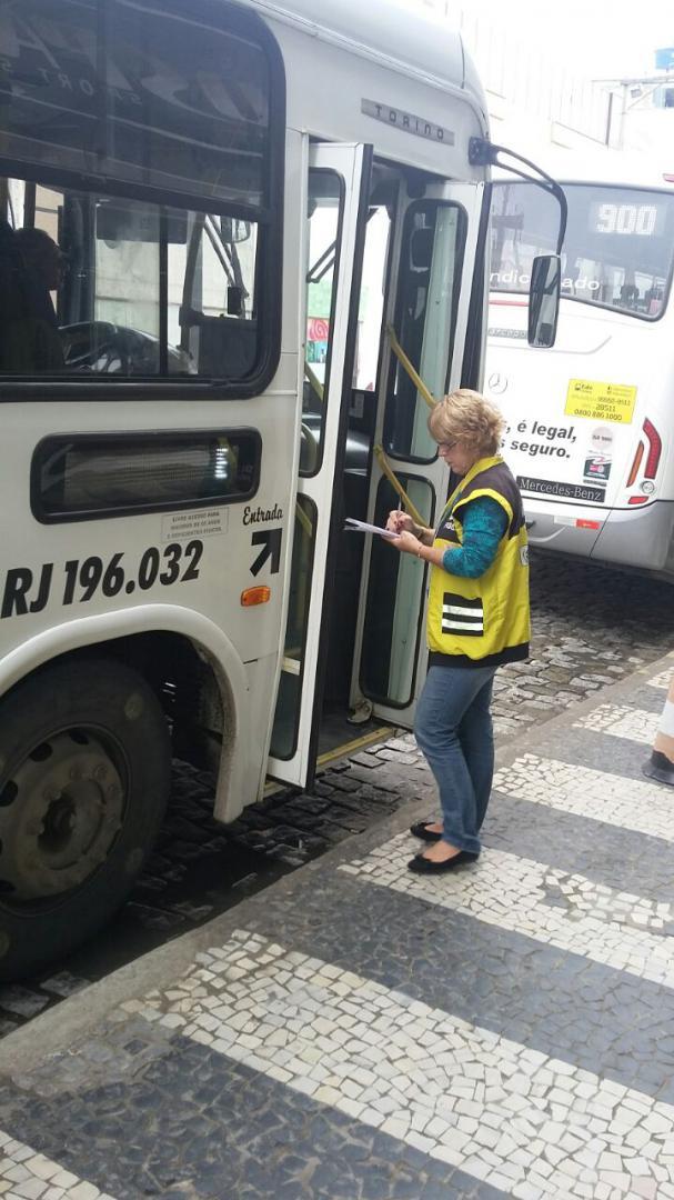 Nos terminais: Fiscais estiveram em 18 pontos do estado; na região Angra dos Reis, Barra Mansa e Volta Redonda receberam ação (Foto: Divulgação/Detro-RJ)