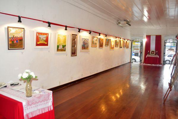 Premiados: Exposição de quadros vencedores do Salão de Pintura do Divino pode ser visitada até dia 23 de maio (Foto: Patrícia Silva/Divulgação)
