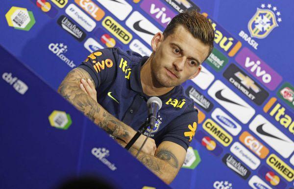 Novo camisa 10: Com a ausência de Neymar, Lucas Lima se tornou o escolhido para usar o mítico número (Foto: Rafael Ribeiro/Divulgação CBF)