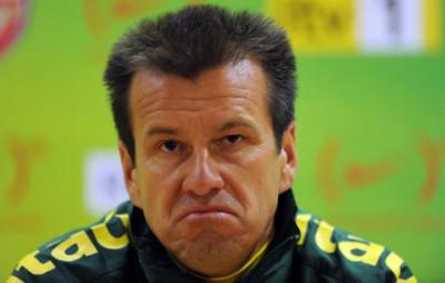 Caiu: Dunga está fora após eliminação na Copa América