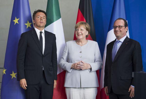 O primeiro-ministro italiano, Matteo Renzi, a chanceler alemã, Angela Merkel e o presidente francês, François Hollande, reúnem-se em Berlim para discutir a crise gerada pelo 'brexit' (Foto: Tiberio Barchielli/ Palazzo Chigi/Fotos Públicas)