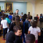 Em contato: Cinquenta estudantes de quatro escolas municipais visitaram o gabinete do prefeito em exercício de Barra Mansa (Foto: Divulgação PMBM/Gabriel Borges)