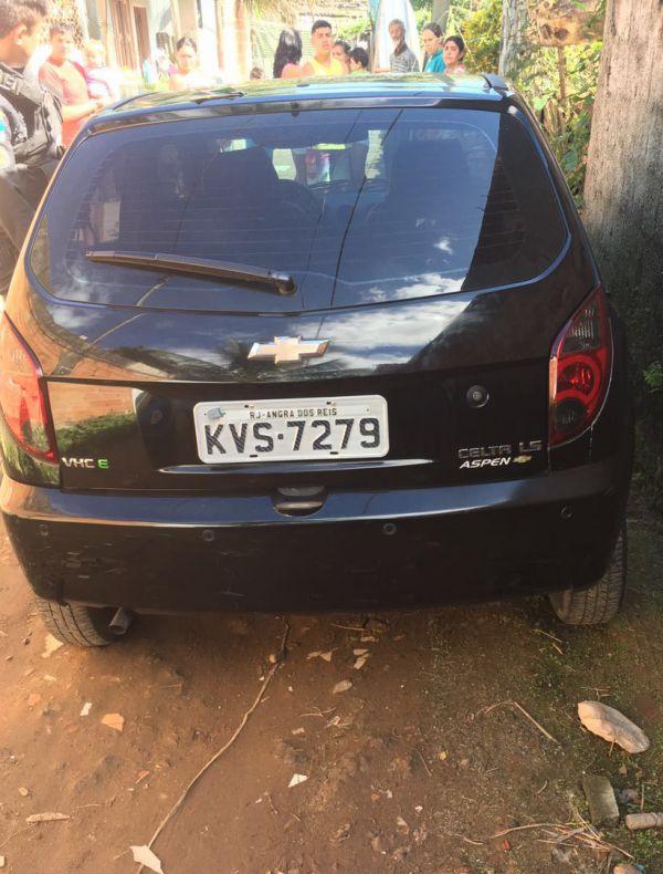 Crime: Após ser roubado, veículo foi abandonado na Rua Itaboraí, no bairro Tararaca (Foto: Cedida pela PM)