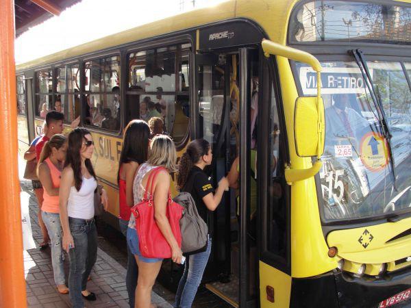 Assentos amarelos: o problema é que ninguém respeita (Foto: Arquivo)