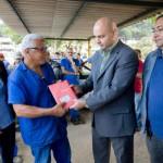 Atendidos: Funcionários da Susesp foram os primeiros a receber as carteirinhas; associados contarão com serviços da Salutar Saúde (Foto: Divulgação PMBM/Cris Oliveira)