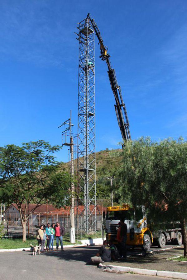 Comunicáveis: Moradores de Ribeirão de São Joaquim precisam da torre para se comunicarem além da comunidade (Foto: Divulgação PMQ)