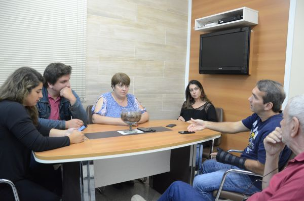 Situação de artesãos que ficam na Vila Santa Cecília é discutida em encontro na prefeitura (foto: ACS)