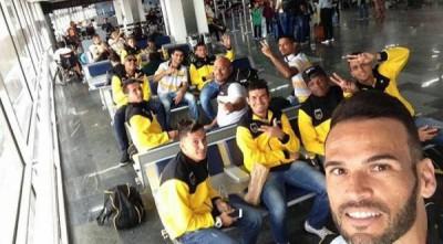 Equipe: Jogadores do Voltaço fazem foto no embarque para Goianésia onde estreiam na Série D